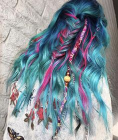 These 20 Festival Hairstyles Are Really Hot Blue And Pink Mermaid Hairstyle Festival Stil, Music Festival Hair, Chignon Simple, Color Fantasia, Coloured Hair, Unicorn Hair, Dye My Hair, Crazy Hair, Pretty Hairstyles
