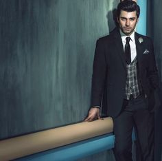 Fawad khan in white shirt and black tie combinations with black suits in Pakistan Black Suit Combinations, Shirt And Tie Combinations, Gautam Rode, Black Suit Men, Black Tie, Indian Groom Wear, Outfits Hombre, Indian Men Fashion, Tv Actors