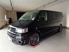 Black with Matt Grey Rim Polished SuperMetal Trident wheels in - Carlexvan T5 Bus, Vw T5 Campervan, Volkswagen Transporter, Volkswagen Bus, Car Camper, Camper Van, Campers, Caravelle T5, Automotive Upholstery