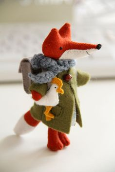 fox doll with chicken . this is an iconic Russian coupling . we have a Christmas ornament of the fox and chicken Felt Fox, Wool Felt, Softies, Fox Crafts, Soft Sculpture, Sculptures, Felt Ornaments, Christmas Ornament, Wet Felting