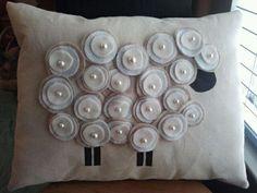 29 ideas crochet pillow sheep for 2019 Sheep Crafts, Felt Crafts, Fabric Crafts, Sewing Crafts, Sewing Projects, Sewing Pillows, Diy Pillows, How To Make Pillows, Decorative Pillows