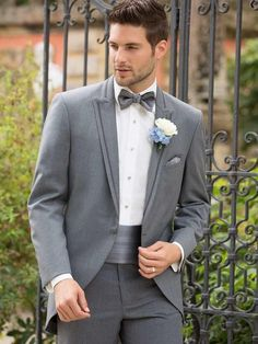 2015 Gray Cutaway Tuxedos With Single Button Notch Luxury Slit Fit Bridegroom Tuxedos Men Suits