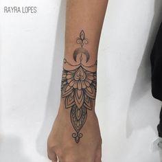 #RayraLopes #brasil #brazil #TatuadorasDoBrasil #blackwork #brazilianartist #pontilhismo #dotwork #lua #moon