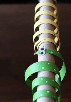 kids crafts - toilet paper roll snakes