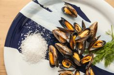 mussels on serving plate for www.re-foundobjects.com. Photography by Richard Kenworthy