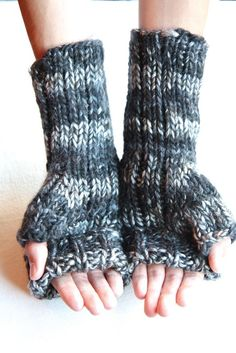 Inspiration ~ Borealis Fingerless Cuffed Mittens - Fun idea since the cuff can unroll to cover the fingers.
