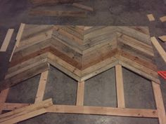 Gambill Custom Woodwork: Chevron Pallet Headboard Build - Stuff to Try - Herringbone Headboard, Chevron Headboard, Chevron Bedding, Diy Pallet Projects, Pallet Ideas, Wood Projects, Construction Palette, Palette Diy, Headboard Designs