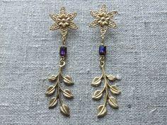 Earstuds / Ørestikkere. Blue long dangle earstuds made of brass and glass. www.bulowssmykker55.amioamio.com