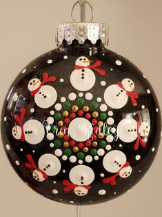 Christmas Mandala, Christmas Rock, Ornament Crafts, Xmas Crafts, Ornaments Ideas, Painted Christmas Ornaments, Christmas Ornament Sets, Christmas Bulbs, Dot Art Painting
