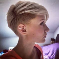 Cool short pixie blonde hairstyle ideas 6