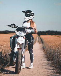 Cars Discover Girls on bike (motorcycle) girls biker Dirt Bike Girl Motorcycle Couple Bobber Motorcycle Honda Motorcycles Motocross Bikes Sport Bikes Lady Biker Biker Girl Bike Photoshoot Motorcross Bike, Motorbike Girl, Motorcycle Bike, Motorcycle Girls, Dirt Bike Girl, Fille Et Dirt Bike, Motocross Maschinen, Motocross Girls, Girl Dirtbike