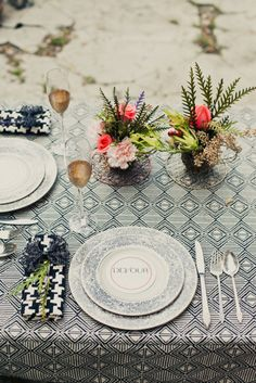 printed table cloth... Could I find this in seafoam green?