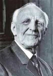 Winnicott Quotes behind the dual concepts of true self and false self. S Freud, Object Relations Theory, Freud Quotes, Developmental Psychology, Psychology Quotes, Sigmund Freud, Human Behavior, Carl Jung, Famous People