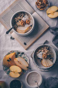 Traditional Swiss but Vegan Bircher Muesli by Kati of black. Healthy Dinner Recipes, Vegan Recipes, Healthy Food, Cake Vegan, Bircher Muesli, Vegan Cafe, Aesthetic Food, Going Vegan, Food Pictures