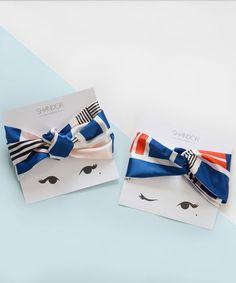 Shandor, Headband-foulard à nouer, motifs graphiques. Scarf packaging. Scarves display