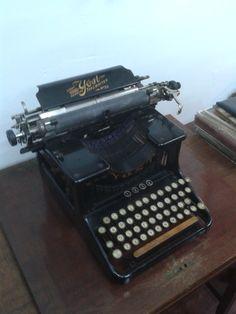 maquina de escribir..antigua