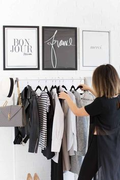 Photo (blanc-e) dressing area that looks minimal and classy – frame bags from your favourite stores or print out your favourite company logos. Room Inspiration, Interior Inspiration, Design Inspiration, Rangement Makeup, Monochrome Bedroom, Walk In Wardrobe, Capsule Wardrobe, Diy Interior, Interior Design