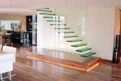 Escalera de vidrio templado. los escalones parecen flotar. visto en arquitecturadecasas.blogspot.com