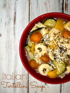 Italian Tortellini Soup - a quick and easy meal for busy weeknights. Perfect for a meatless Lenten recipe. Chili Recipes, Pasta Recipes, Soup Recipes, Vegetarian Recipes, Dinner Recipes, Healthy Recipes, Fall Recipes, Dinner Ideas, Healthy Food