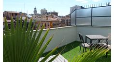Hotel Avenida Zaragoza Hotel Avenida is situated in the centre of Zaragoza, 3 minutes' walk from the Basilica del Pilar. It features  free Wi-Fi access and air-conditioned rooms with flat-screen TVs.  The Avenida offers simple, attractive décor with wooden flooring.