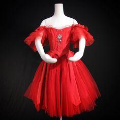 いいね!1,223件、コメント5件 ― Royal Opera Houseさん(@royaloperahouse)のInstagramアカウント: 「Red alert This dress was worn by Royal Ballet legend Margot Fonteyn in the Company's production of…」