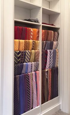 Portfolio of Closet Works designer Lynn Casanova showcasing recent samples of her custom closets and organization systems