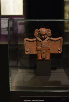 Guatemalan maya-intiaanit uskoivat, että kuoltuaan ihminen joutui manalaan. Xibalbassa, kuten mayat manalaa nimittivät, oli kuusi taloa. Kuolleen oli selviydyttävä niiden koettelemuksista päästäkseen paratiisiin. Yksi taloista oli täynnä tappajalepakoita, joista käytettiin nimeä Camazots. Mikäli Xibalban koettelemuksista ei selvinnyt, jäi ikuisesti vaeltamaan manalan maille. Luuppi, Oulu (Finland)