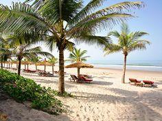 Cap Skirring, la plus belle plage d'Afrique de l'Ouest, entre forêt et océan, bordée de cocotiers.
