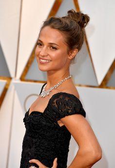 La mise en beauté d'Alicia Vikander aux Oscars 2017