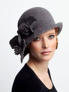Gris. Bonito y sobrio sombrero
