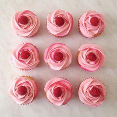 Lemon cupcakes with lemon/raspberry buttercream and raspberries - Imgur