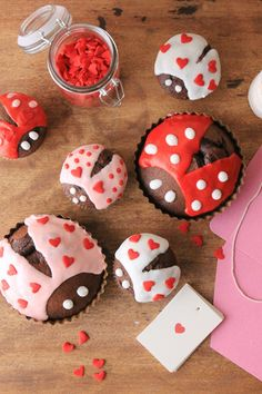 Love Bug Cupcakes in Brown Petite Tart Pans and Cupcake Papers - Everyday Occasions
