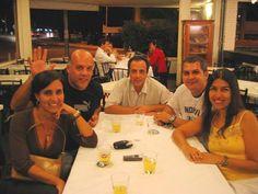 """Uma foto do encontro que ocorreu em BSB, há alguns anos, com alguns ex-leonardinos. Na foto: Leila, Guilherme, Militão, Renato """"Xaxá"""" e Angélica."""