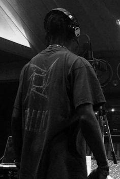 Travis Scott wearing Vintage Metallica Tee