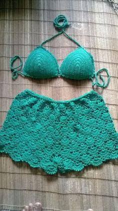 This Pin was discovered by Ale Crochet Pants, Crochet Clothes, Crochet Baby, Crochet Bikini Top, Knit Crochet, Como Fazer Short, Motif Vintage, Crochet Woman, Crochet Videos