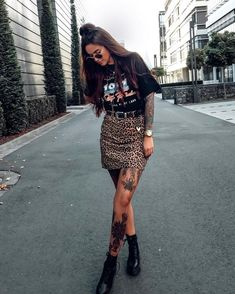 Best Picture For summer edgy outfits For Your Taste You are looking for something, and it is going t Edgy Outfits, Mode Outfits, Grunge Outfits, Fashion Outfits, Ladies Outfits, Hijab Fashion, Rock Chic Outfits, Band Tee Outfits, Girl Outfits