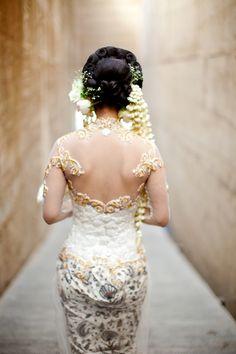 back of bride's Indonesian wedding garb - traditional Indonesian wedding in Bali - photo by Portland wedding photographer Bunn Salarzon