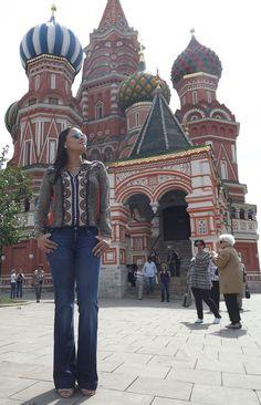 Привет девушки! (olá garotas, em russo), o look de hoje além de ser muito bonito tem um cenário lindo: Moscou.