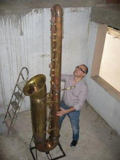 Saxofón contrabajo