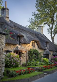 Thatched Roof - Cotswolds by Brian Jannsen Thatch roof cottage in Broad Campden, the Cotswolds, Gloucestershire, England. Cottages Anglais, English House, English Cottages, Dream English, Thatched Roof, Thatched House, Cabins And Cottages, Country Cottages, Country Homes