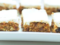 Healthy No Bake Carrot Cake Bars, Desserts, These healthy Carrot Cake Bars are incredible! You can& go wrong with this easy and healthy dessert recipe. Carrot Cake Bars, Healthy Carrot Cakes, Healthy Dessert Recipes, Healthy Baking, Healthy Treats, No Bake Desserts, Whole Food Recipes, Delicious Desserts, Yummy Food