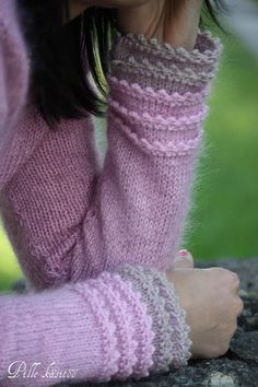 super-cute cuffs, also a good way to elongate sleeves after the fact, just pick up and knit :):