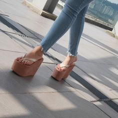 """Step Up Your Shoe Game 🇲🇾 on Instagram: """"All you need right now 🔥 #TGZara 🔎 ZARA (nude brown) 💸 RM159 📌 Size available: 35(4) 36(5) 37(6) 38(7) 39(8) 40(9) 👉🏻 Click link in the bio…"""" Heeled Mules Sandals, Sexy Sandals, Bow Sandals, Platform Flip Flops, Wedge Flip Flops, Flip Flop Shoes, Foot Pics, Beautiful Toes, Sexy Legs And Heels"""