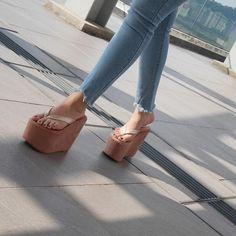 Heeled Mules Sandals, Bow Sandals, Sexy Sandals, Wedge Heels, Platform Flip Flops, Wedge Flip Flops, Flip Flop Shoes, Huarache, Foot Pics