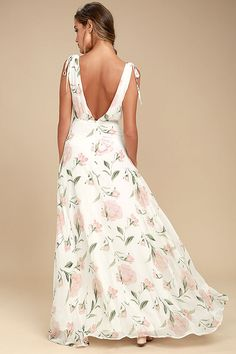 Take a twirl in the Romantic Possibilities White Floral Print Maxi Dress! Woven poly forms wide straps that flow into a surplice bodice. Black Floral Maxi Dress, Cute White Dress, White Maxi Dresses, Formal Dresses, Nice Dresses, White Dresses For Women, Little White Dresses, Maxi Skirt Fall, Cocktail Outfit