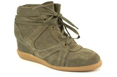 Sneaker wedges van het merk Deabused, model 13.011. €99,95 #trend #sneaker #sneakerwedges #deabused #schoenen