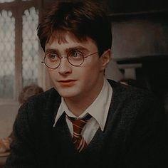 Harry James Potter, Daniel Radcliffe Harry Potter, Mundo Harry Potter, Harry Potter Icons, Harry Potter Tumblr, Harry Potter Pictures, Harry Potter Aesthetic, Harry Potter Cast, Harry Potter Fandom