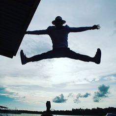 Pyung Kim on Instagram: #코타키나발루 #반딧불이투어 #심심타파 #하늘높이 #점핑 #지붕뚫을기세 #역광 #점프 #실루엣 #점프샷 #나는점프왕 #jumping #jump #jumpshot #jumper #silouette