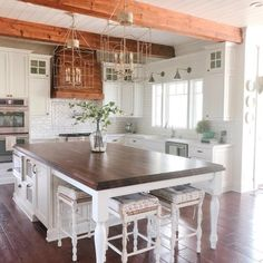 23 Charming Cottage Kitchen Design and Decorating Ideas that Will Bring Coziness to Your Home - The Trending House Farmhouse Kitchen Island, Kitchen Island Decor, Modern Kitchen Island, Kitchen Island With Seating, Home Decor Kitchen, Diy Kitchen, Home Kitchens, Awesome Kitchen, Kitchen Islands