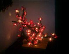 Arboles y Bonsais Led  Los hicimos pensando en navidad, pero son tan lindos que se ven bien todo el año   Arboles únicos en su clase, hechos a mano por nuestros artesanos con luces led, grano de arroz y tradicionales.  Informes: 3144309086 - 3013667 / www.facebook.com/migatoylaluna Luz Led, Christmas Tree, Facebook, Holiday Decor, Home Decor, Facts, Thinking About You, Parts Of The Mass, Lights